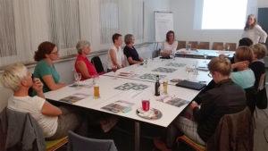 """Netzwerkerinnen des Frauennetzwerkes Hellweg beim Vortrag """"Gesetze der Gewinner"""""""